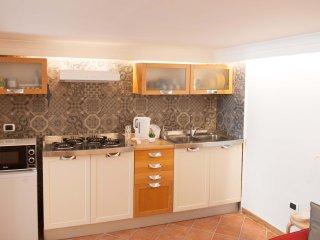 angolo cottura fornito di tutti i comfort per cucinare come a casa