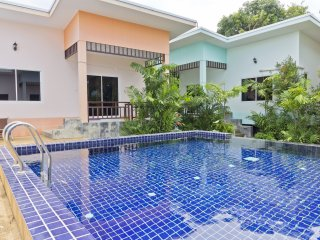 Modern 2 Bedroom House & Pool near Beach