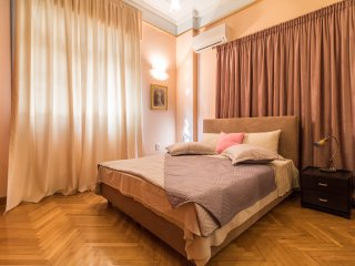 Ideal 4 bdr Apartment in Plaka - Athens for 9ppl