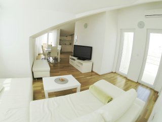 Seaview Penthouse Apartment (37) sleeps 4+2
