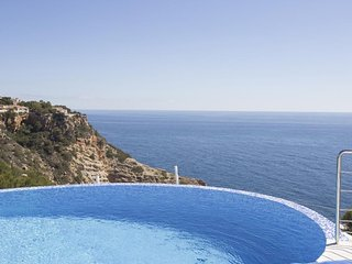 Spacious apartment a short walk away (239 m) from the 'Cala La Barra' in Xabia w