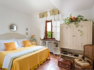Holiday in country home with lake view near Rome
