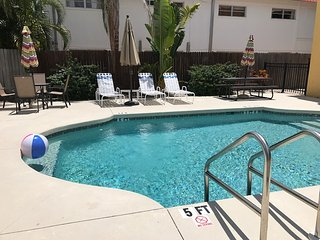 Walk to Siesta Key! Only $120/nt in Dec.