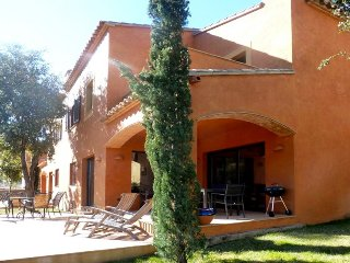 Cozy house in the center of Begur with Parking, Washing machine, Air conditionin