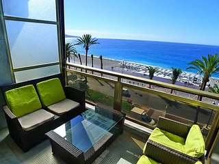 Spacious apartment on the seafront promenade des Anglais