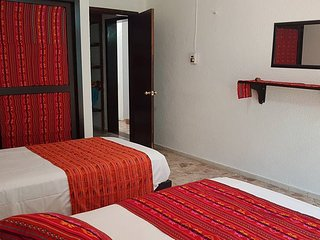 QUEEN & TWIN SLEEPS 3 IN BEAUTIFUL HOUSE CANCUN DOWNTOWN