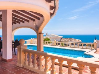 Spacious villa a short walk away (304 m) from the 'Playa la Fustera' in Benissa