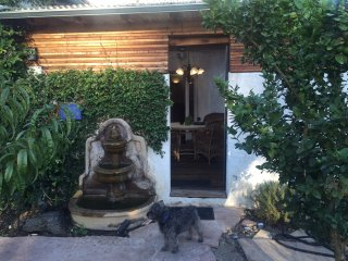 Guesthouse Private Entry & Garden Miracle Mile