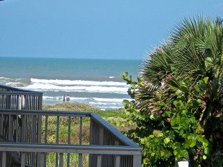 *NEW LOW RATES* Large 1-Bedrm Condo On the Beach,