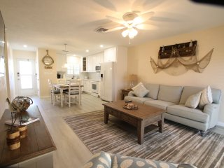 Cottage style 2/2 Completely Renovated Siesta Key Condo - direct beach access.