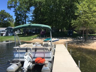 Lakefront (Twin Lake, Muskegon) Vacation Cottage & Optional Pontoon