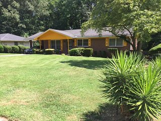 Comfey Home Lovely ranch located just 15 minutes from Hartsfield-Jackson Interna