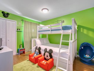 2BR Luxury townhome - Waterpark! 10 min to Disney