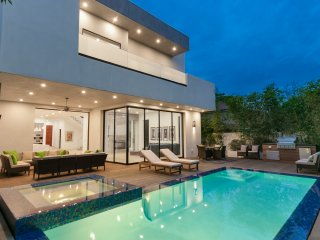 Sherman Oaks Modern Villa with Saltwater Pool, Hot Tub, Perfect Living Spaces