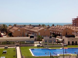 Beach apartment 100m from beach, sea views, gated complex, amazing pool, carpark