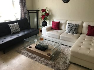 2br - Large Home in the heart of Angeles w/ Maid Service