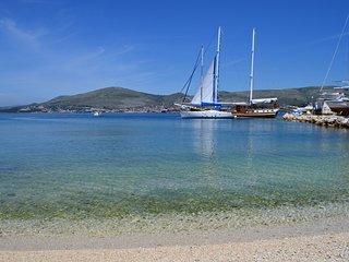 5m to the Sea! Lovely 1BR Beachfront Apt for 4 near Trogir