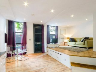 Immaculate Vacation Rental at Canary Wharf for 2