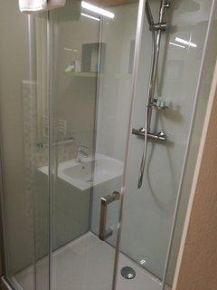 Chambre 2 : douche