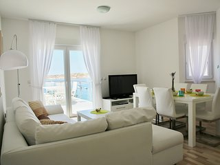 Modern Beachfront Apartment (1) - sleeps 6+2