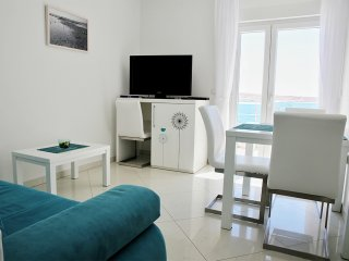 Modern Beachfront apartment (3) sleeps 2+1