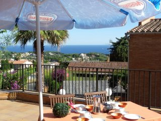 Excellent renovated apartment with magnificent terrace and sea views ref. CEDRO
