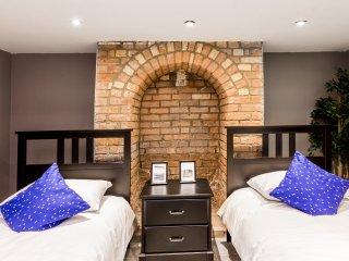 Riverside 6 bedroom Cambridge escape