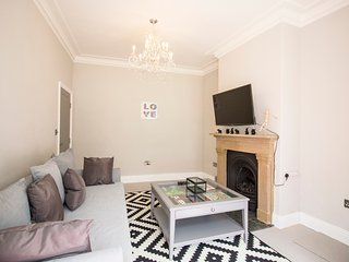 Fantastic 4/5 bed family home-mins from York Centre