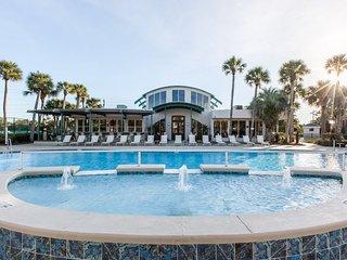 New 200k Renovation on Destin Beach 6000+ sf Mini-Mansion w/ Pool, Spa