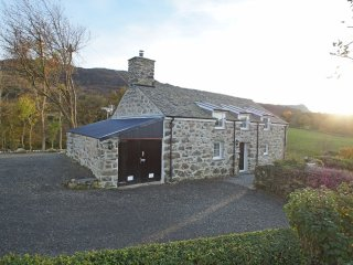 Located near Dolgellau close to the Snowdonia National Park. Penclogwynau:486688