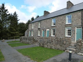 Llyn Peninsula cottage that sleeps 6. Nant- Tre'r Ceiri: 197038