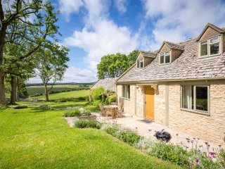 Mary's Cottage is a beautiful converted farm building, close to Snowshill