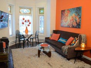 Stunning Trinity Bellwoods Designer 2 Bedroom