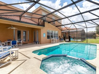 Luxurious 6 bed pool home with spa close to parks!