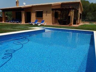 Casa rural 3 dormitorios con piscina a 1500m de la playa