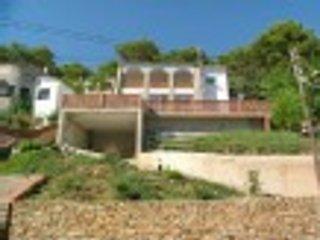 Son dos casas privadas para 5 y 6 huespedes respectivamente con piscina comparti