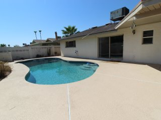 Spacious, modern 3bed/2ba entire Tempe home. Clean & close to everything!