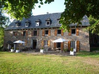 Maison de charme grande capacité 12 personnes piscine Cantal Auvergne