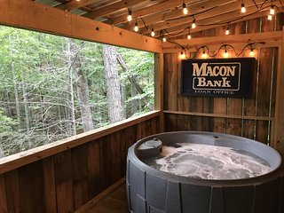 Feelin Frisky? - Private Hot Tub, Fireplace, Romantic, View, Near Downtown,Grill