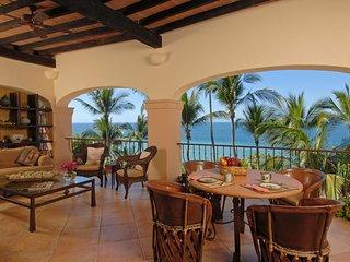 6 BR Gorgeous villas in Amapas location ! beautiful beach in fron of the Villa