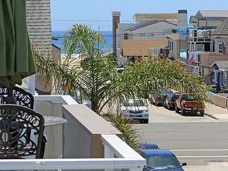 Remodeled 2 Bedroom Steps to the Ocean  Hot Tub & Deck! Monthly 31 Nt Minimum