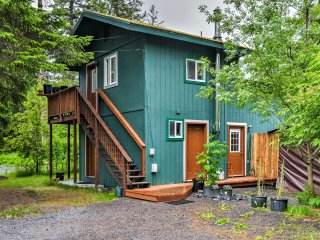 Privately Located Seward Apt w/Backyard&Mtn Views