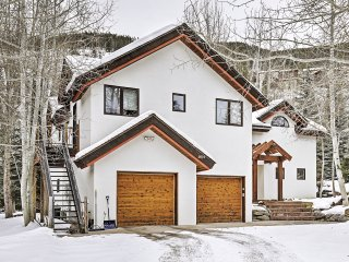 Pristine 4BR Vail Chalet w/Wifi, Multiple Living Areas & Breathtaking Mountain