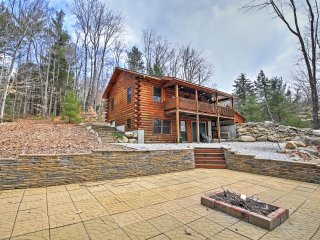 North Conway Log Cabin w/ Porch, Grill & Fire Pit!