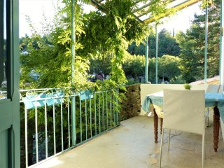 Authentic Provençal village house with sun terrace and WiFi