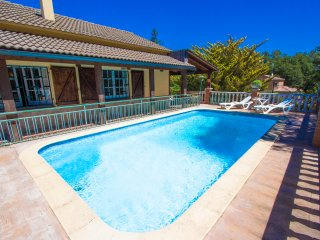 Villa Gloriosa de Santa Coloma for 6 guests, 30 minutes to the beach!