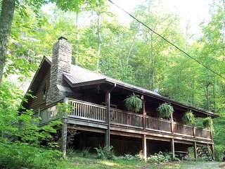 Big Rock Log Cabin, Pet Friendly, Secluded, At Natural Bridge/Red River Gorge KY