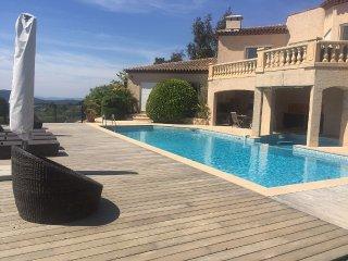 Studio 5 couchages avec piscine et vue exceptionnelle sur les collines de