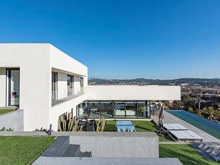 Villa contemporaine vue mer avec piscine a debordement