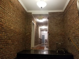 Minutes to NYC. Newly renovated 2-bedroom with old world charm.  Free parking.